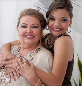 Celia Paulino com sua filha Joice Paulino
