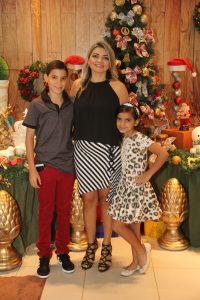 Josiane ao lado dos seus filhos