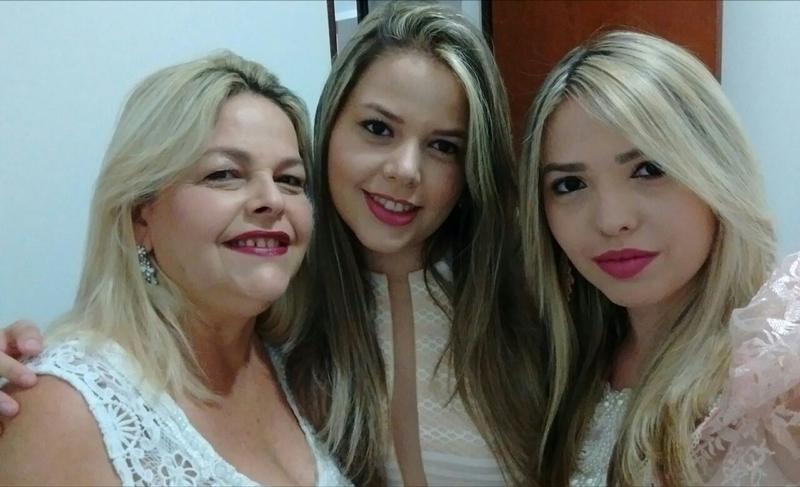 Giselda e suas filhas Hellen e Hallyne.