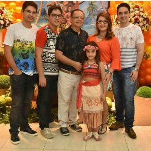 Dra. Almaisa Luna e seu esposo e filhos.