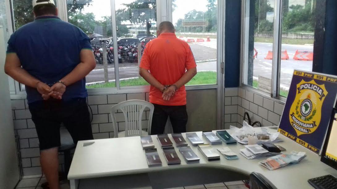 dupla-taloes-cheques-roubados