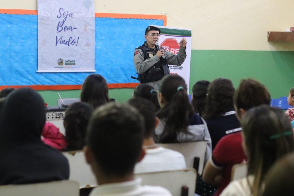 subcomandante-do-4o-bpm-realiza-palestra-sobre-proerd-em-escola-de-bananeiras__foto7